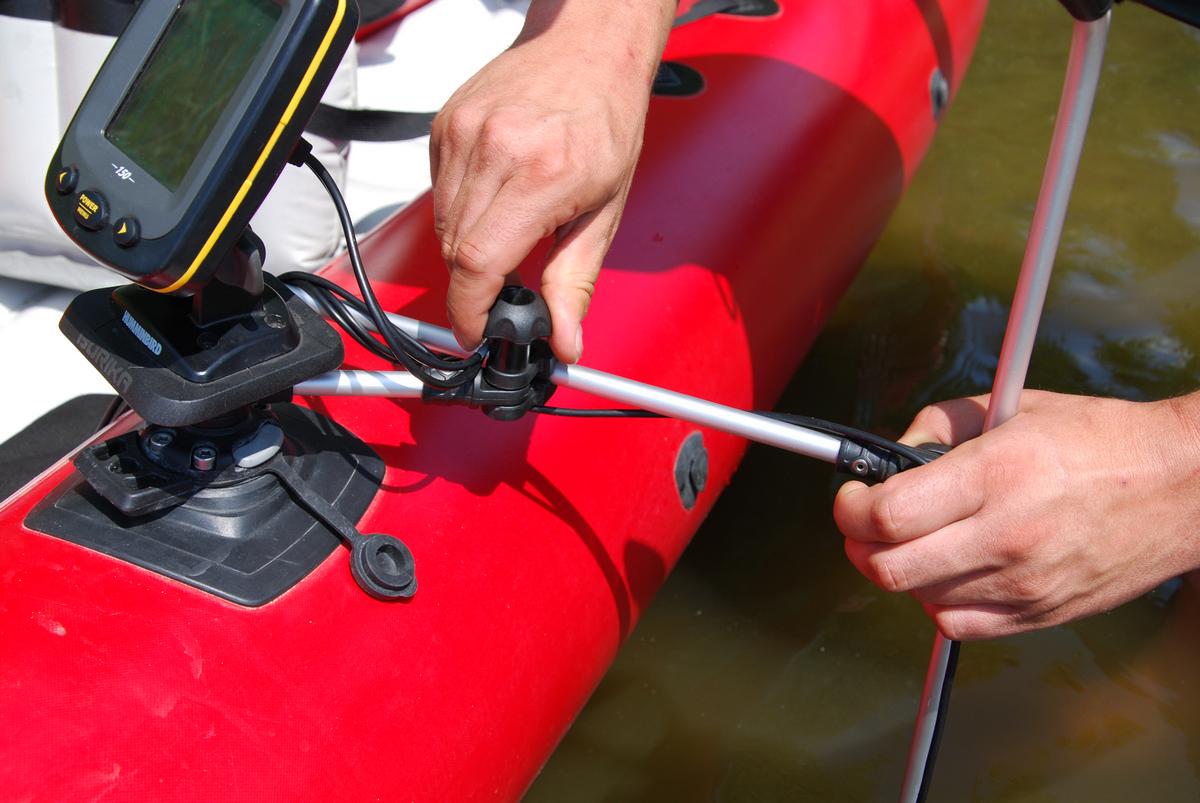крепеж датчика эхолота на борт лодки пвх
