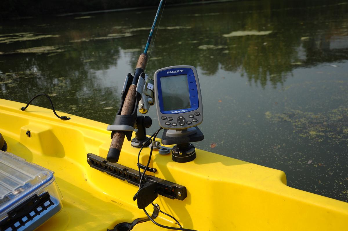 Выбираем эхолот для рыбалки с лодки